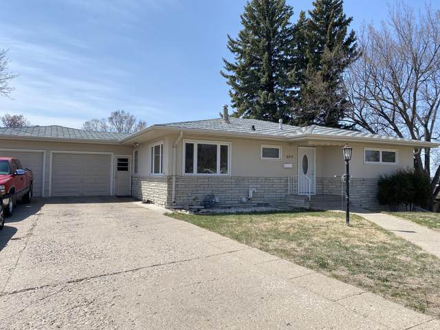 2217 E Ave E, Bismarck, ND 58501 (MLS #410561) :: Trademark Realty