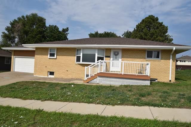 416 26th Street, Bismarck, ND 58501 (MLS #411620) :: Trademark Realty