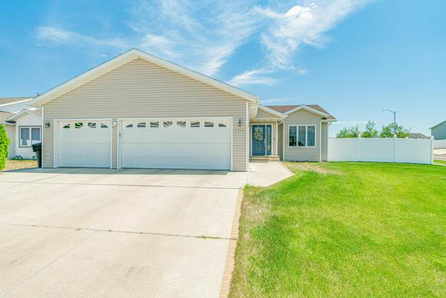 2722 Plainview Drive SE, Mandan, ND 58554 (MLS #412064) :: Trademark Realty