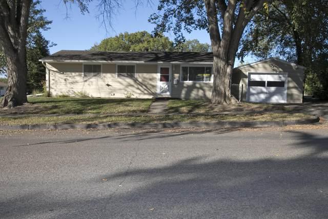 502 Central Avenue E, Bismarck, ND 58501 (MLS #412391) :: Trademark Realty