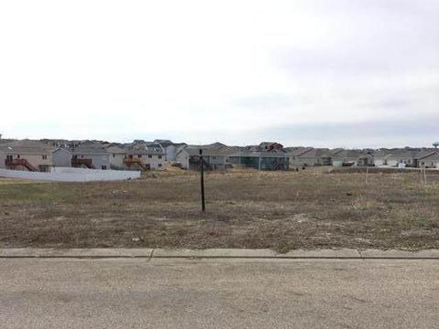 811 Calvert Drive, Bismarck, ND 58503 (MLS #410647) :: Trademark Realty