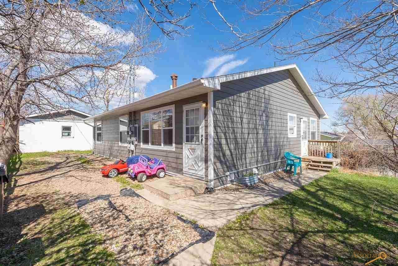 1131 Wood Ave - Photo 1