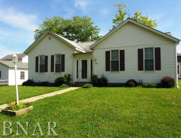 107 E Columbia, Danvers, IL 61732 (MLS #2170896) :: Jacqui Miller Homes