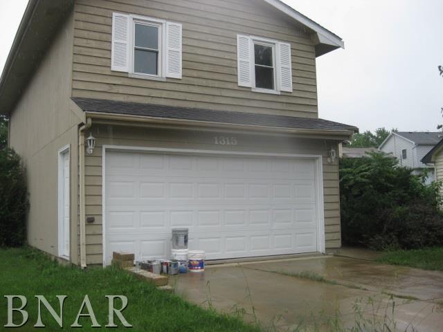 1315 Bancroft, Bloomington, IL 61704 (MLS #2183677) :: Janet Jurich Realty Group