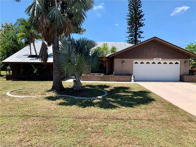 1024 SE 18th Pl, CAPE CORAL, FL 33990 (MLS #220023774) :: Clausen Properties, Inc.