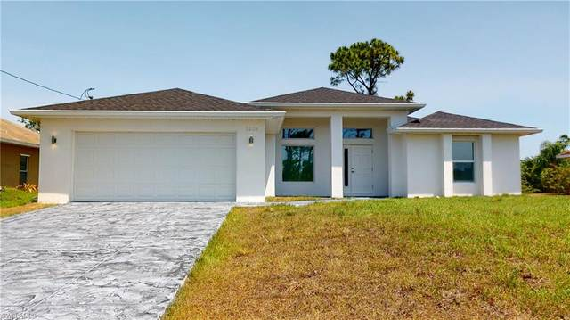 3204 42nd St SW, LEHIGH ACRES, FL 33976 (MLS #220027060) :: RE/MAX Realty Group