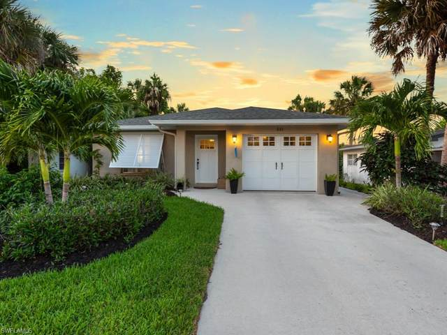 531 97th Ave N, NAPLES, FL 34108 (#220037607) :: The Dellatorè Real Estate Group