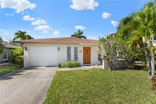 664 108th Ave N, NAPLES, FL 34108 (MLS #220039164) :: Clausen Properties, Inc.