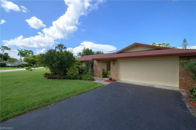 696 Pompano Dr, NAPLES, FL 34110 (#220051471) :: The Dellatorè Real Estate Group