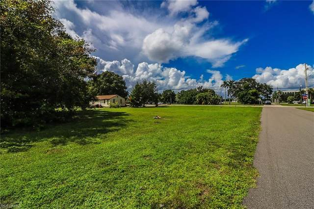 635 E Virginia Ave, PUNTA GORDA, FL 33950 (MLS #220062089) :: Eric Grainger | Engel & Volkers