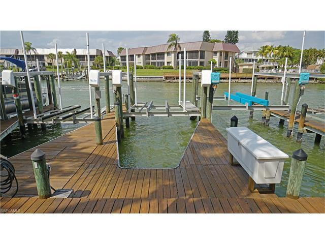 4431 Bay Beach Ln #70, FORT MYERS BEACH, FL 33931 (#217021141) :: Homes and Land Brokers, Inc