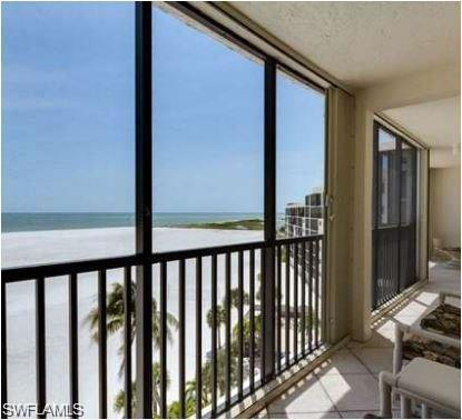 8350 Estero Blvd Ph1, FORT MYERS BEACH, FL 33931 (MLS #218013428) :: RE/MAX Realty Group