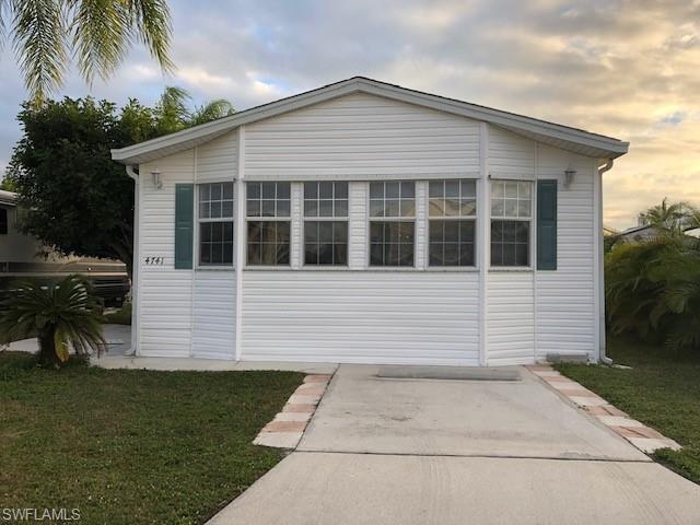 4741 Robert E Lee Blvd W, ESTERO, FL 33928 (MLS #218084685) :: Clausen Properties, Inc.