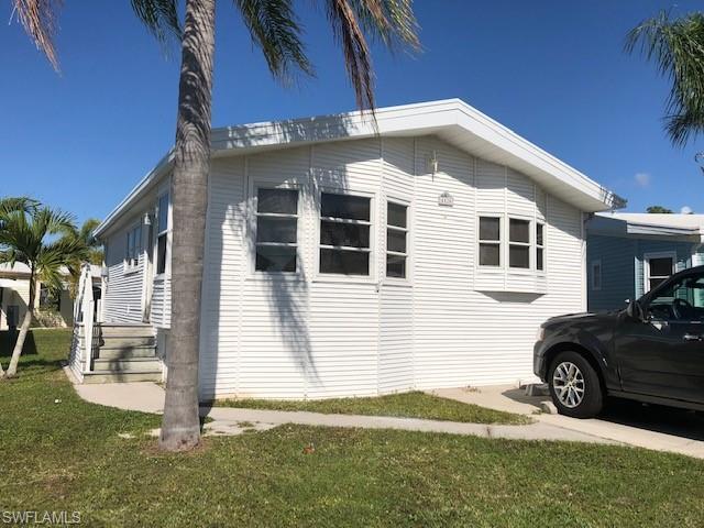 4520 Sawmill Dr E, ESTERO, FL 33928 (MLS #219008253) :: Clausen Properties, Inc.