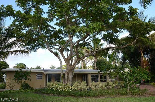 771 Anderson Dr, NAPLES, FL 34103 (MLS #221017197) :: Domain Realty