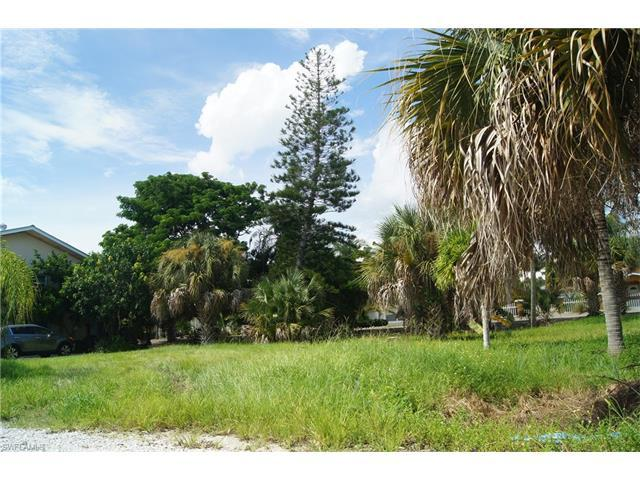 431 Lazy Way, FORT MYERS BEACH, FL 33931 (#216073859) :: Homes and Land Brokers, Inc