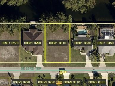 215 SE 23rd Ter, CAPE CORAL, FL 33990 (MLS #218001999) :: Clausen Properties, Inc.