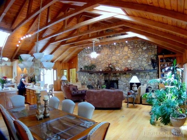 828 Hemlock, Newland, NC 28657 (MLS #189075) :: Keller Williams Realty - Exurbia Real Estate Group