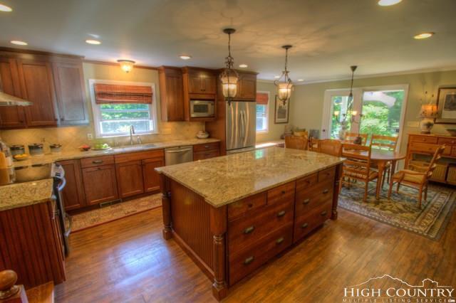 702 Laurel Fork Roads, Vilas, NC 28692 (MLS #201876) :: Keller Williams Realty - Exurbia Real Estate Group