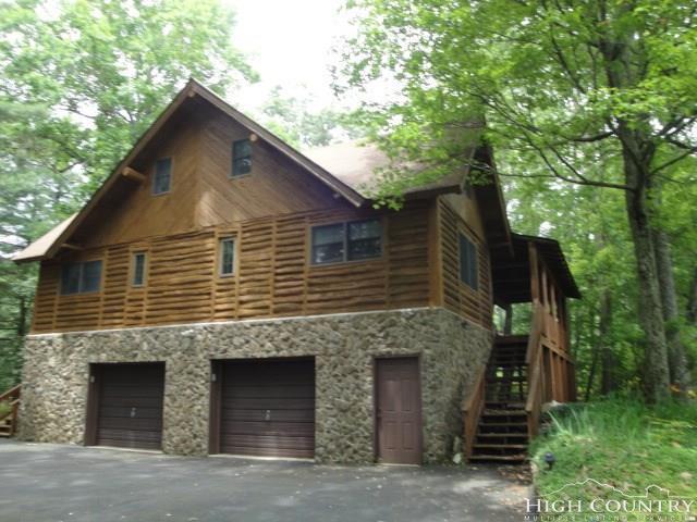 917 Balsam Drive, Newland, NC 28657 (MLS #207126) :: Keller Williams Realty - Exurbia Real Estate Group