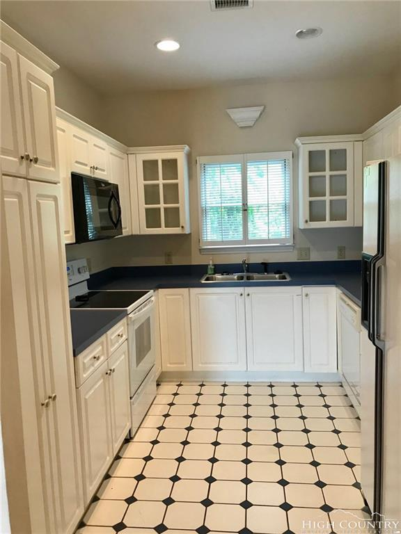 166 Fairway View Place B2, Jefferson, NC 28640 (MLS #207518) :: Keller Williams Realty - Exurbia Real Estate Group