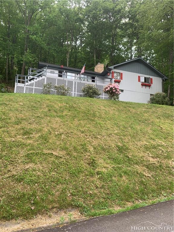 881 Hemlock Drive, Newland, NC 28657 (MLS #215090) :: RE/MAX Impact Realty