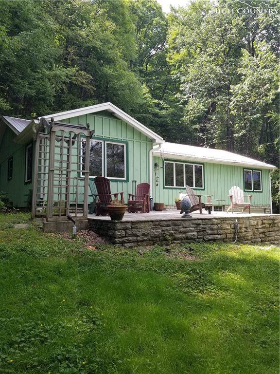 887 Nc 105 Highway, Linville, NC 28646 (MLS #215912) :: RE/MAX Impact Realty