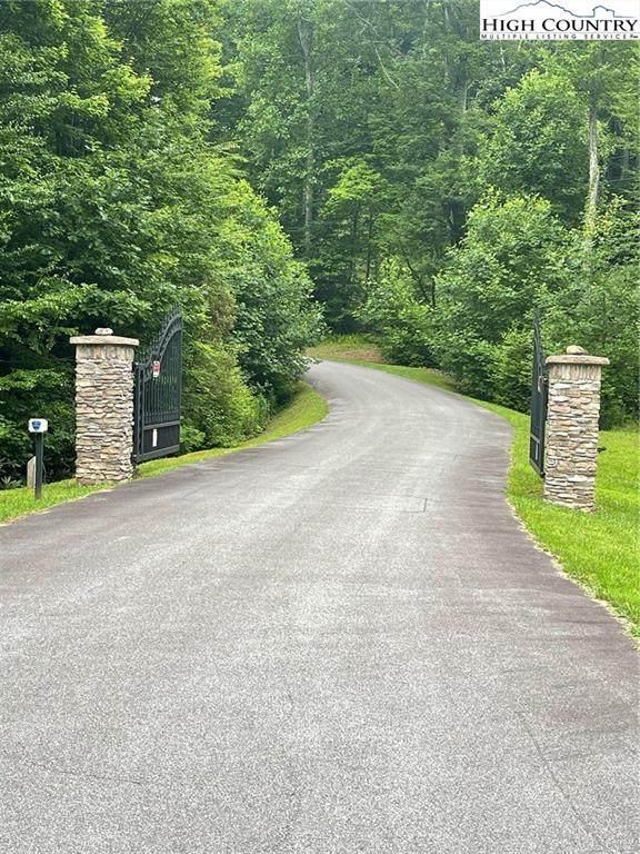 16 Jackson Ridge Road, Boone, NC 28607 (#232309) :: Mossy Oak Properties Land and Luxury