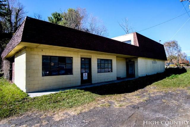 1040 S Jefferson Avenue, West Jefferson, NC 28694 (MLS #211268) :: Keller Williams Realty - Exurbia Real Estate Group