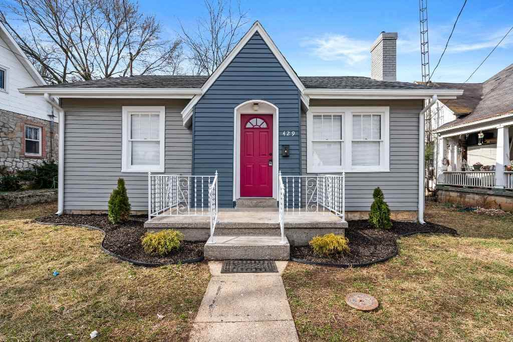 429 Woodford Ave - Photo 1