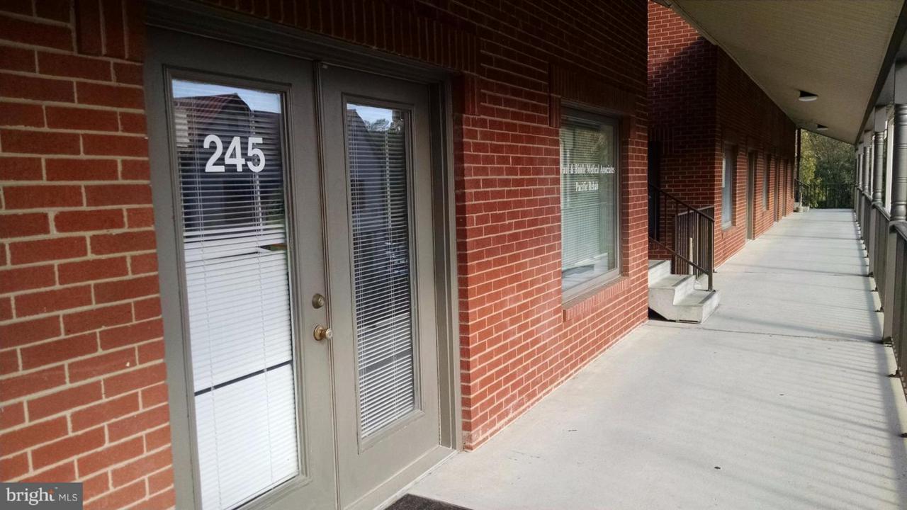 585 Main Street - Photo 1
