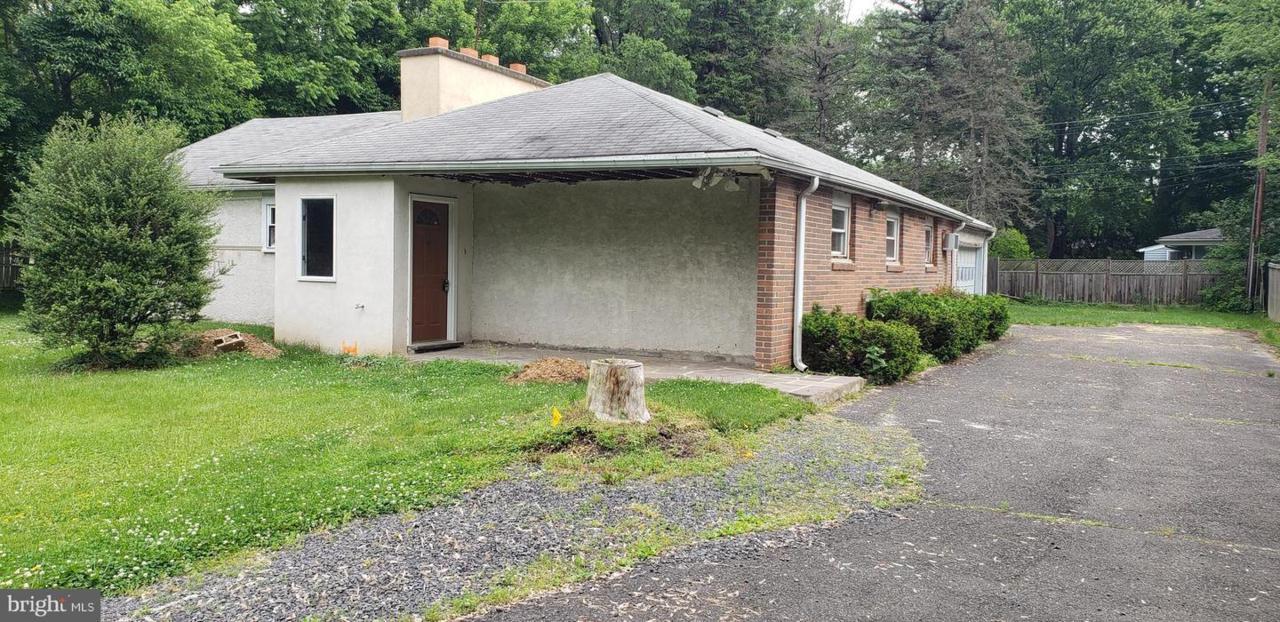 674 Bethlehem Pike, FLOURTOWN, PA 19031 (#PAMC611866) :: John Smith Real  Estate Group