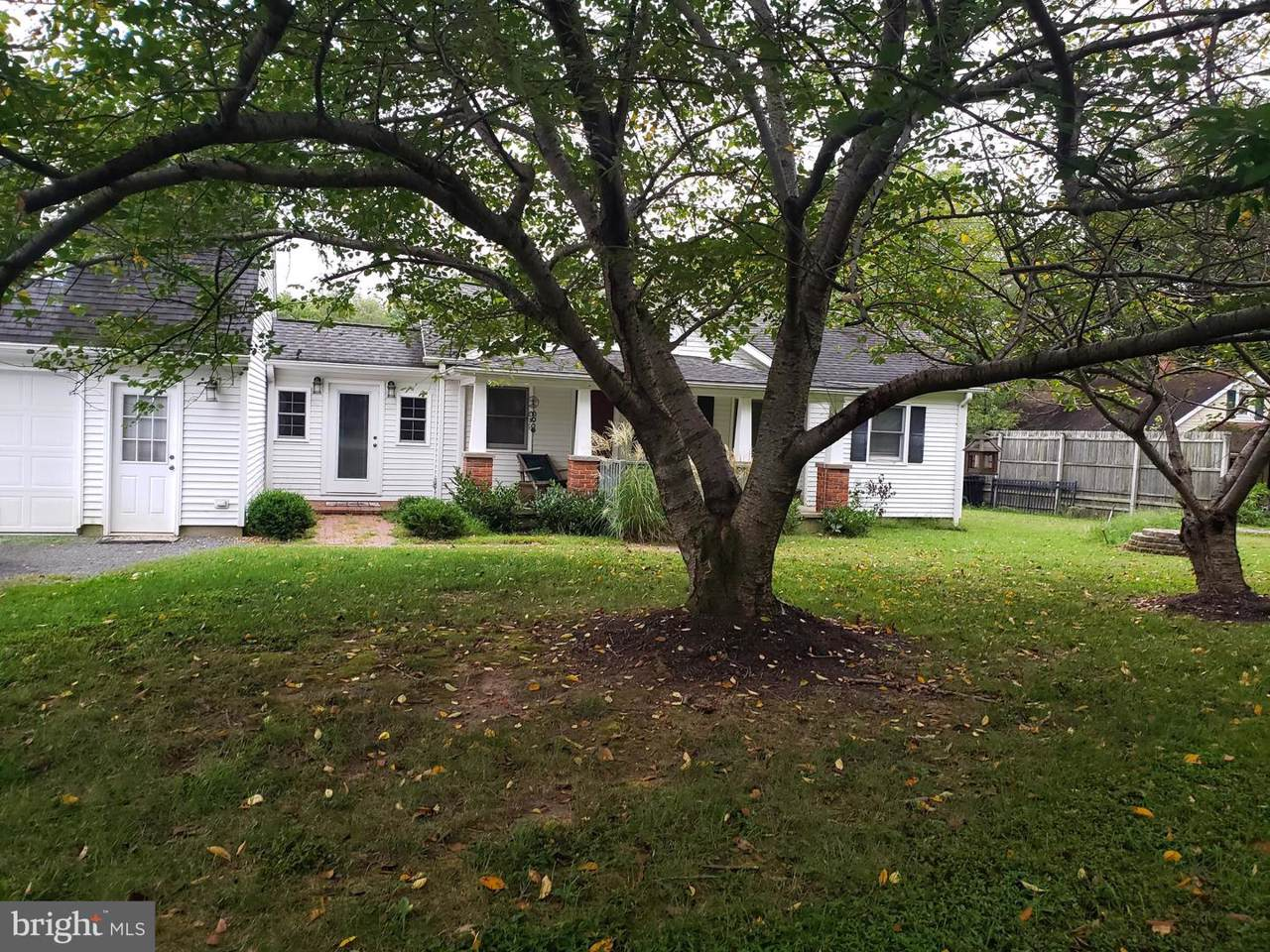 353 Mccarty - Photo 1