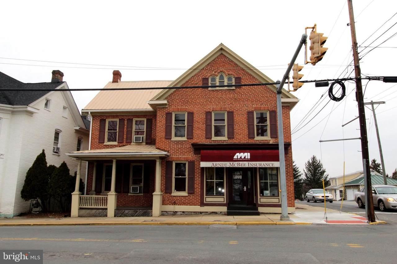 824 Queen Street - Photo 1