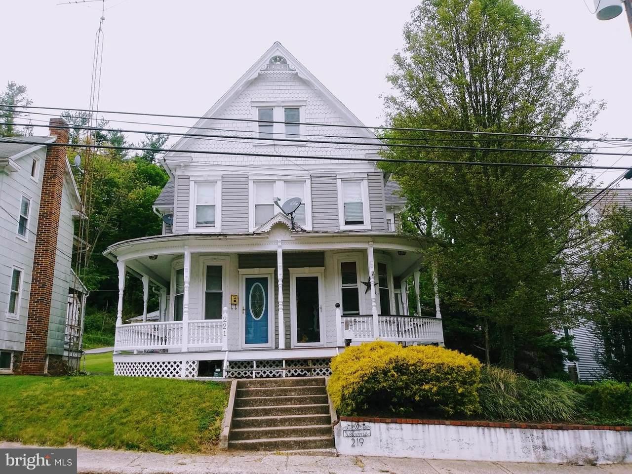 219 Hanover Street - Photo 1