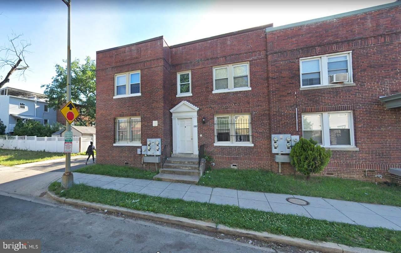 414 18TH Street - Photo 1