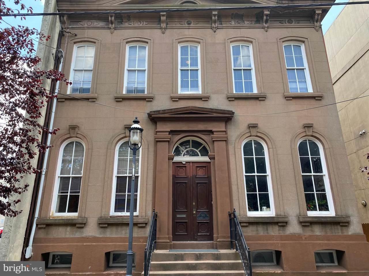 318 Bainbridge Street - Photo 1