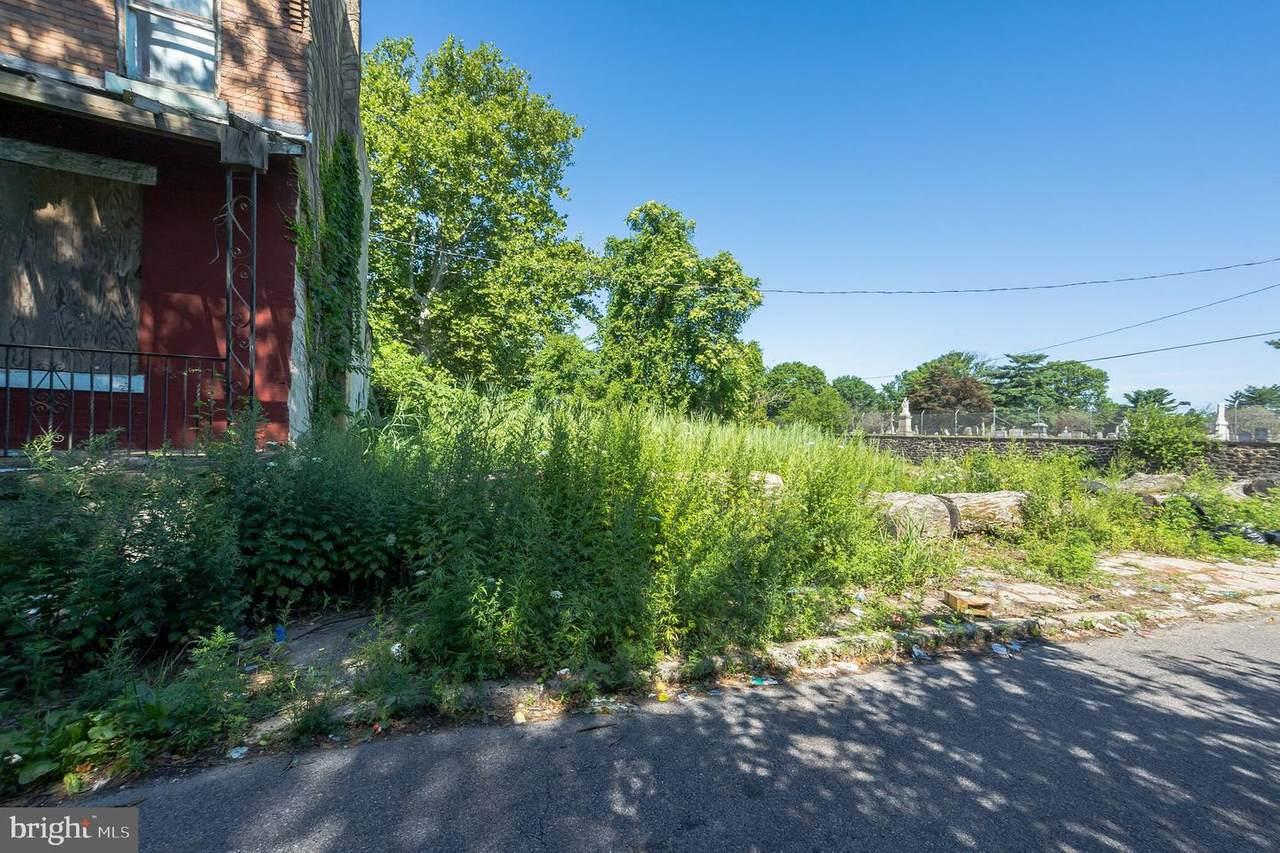 958 Farson Street - Photo 1