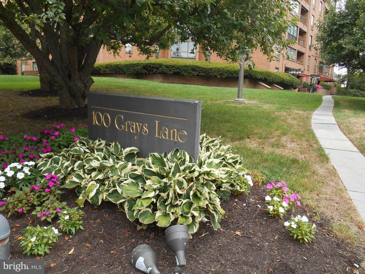 100 Grays Lane - Photo 1