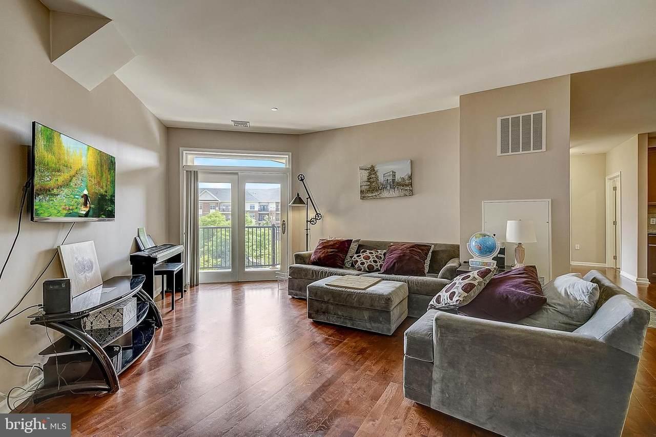 439 Carson Terrace - Photo 1