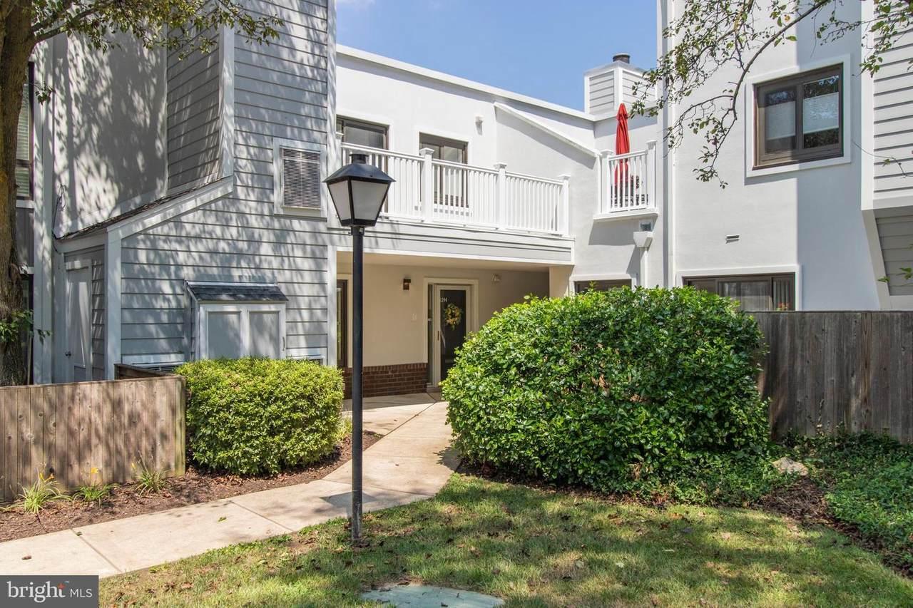 1730 Oakwood Terrace - Photo 1