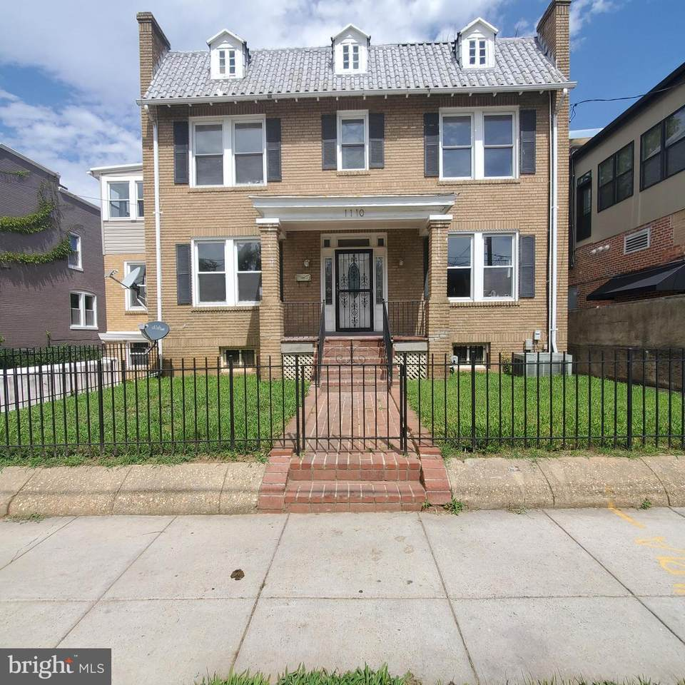 1110 Hamlin Street - Photo 1