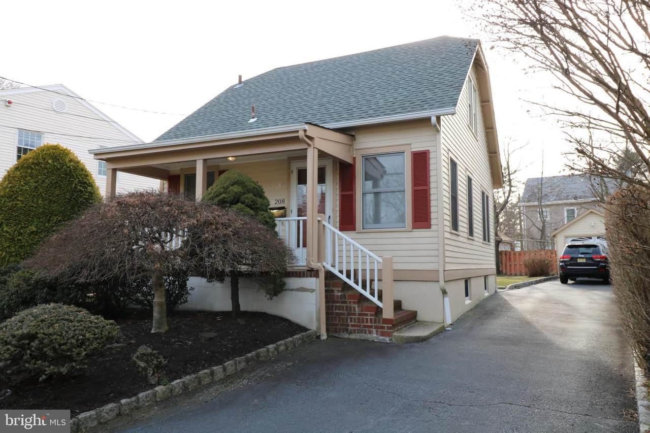 208 Ewing Street - Photo 1