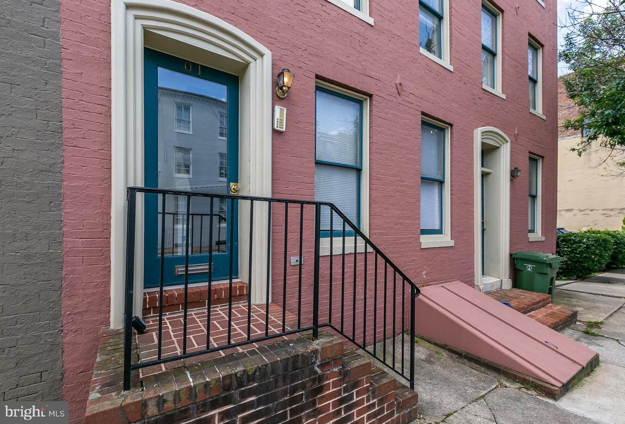 1 Henrietta Street - Photo 1