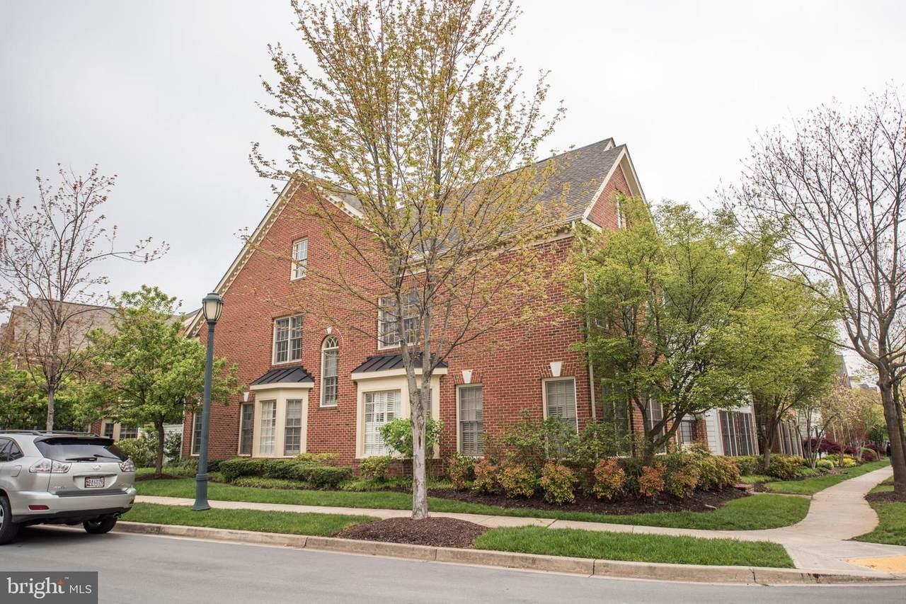 912 Oak Knoll Terrace - Photo 1