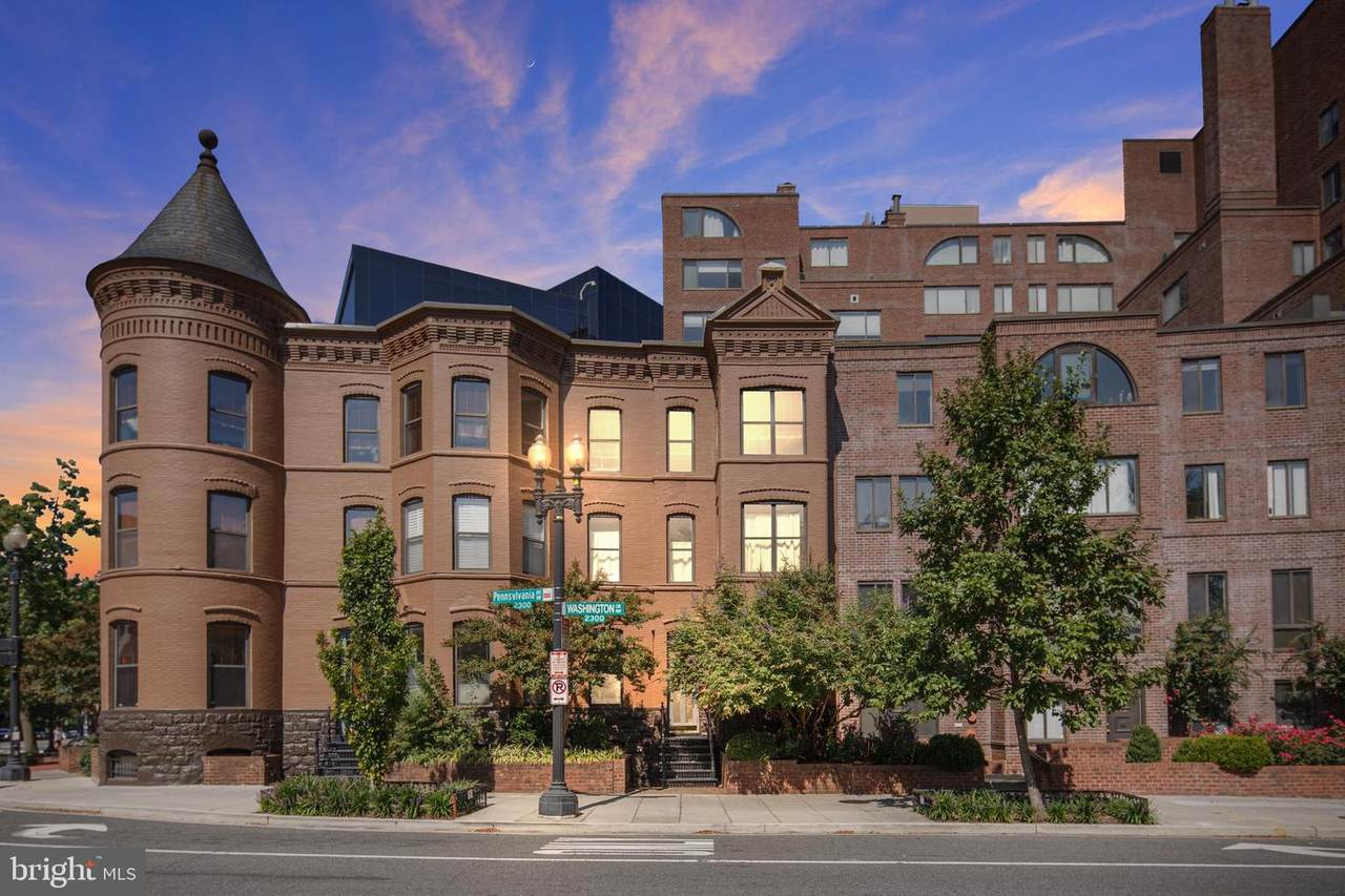 3 Washington Circle - Photo 1