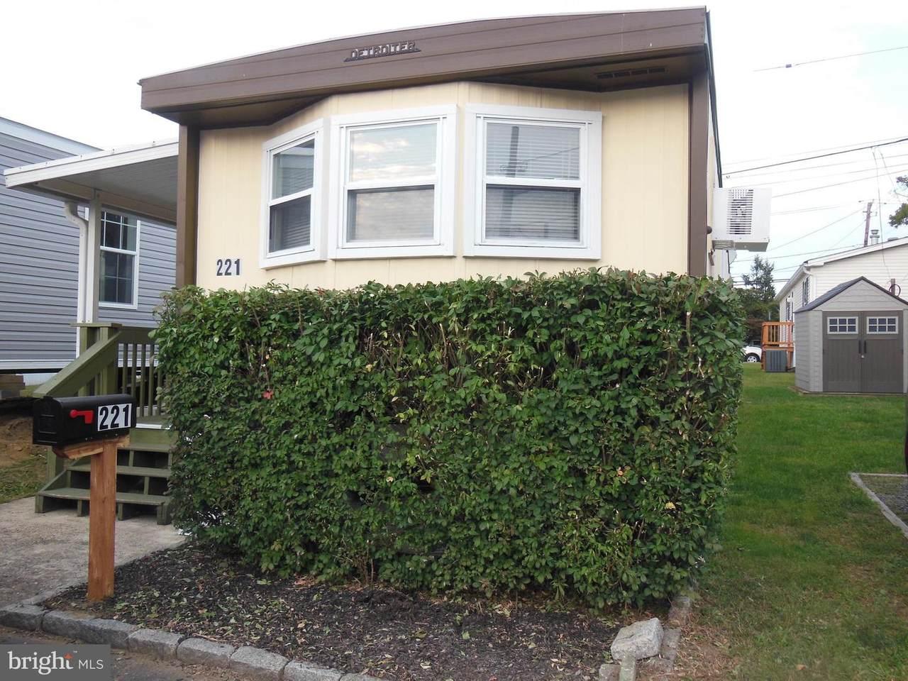 1405 Farrell Avenue - Photo 1