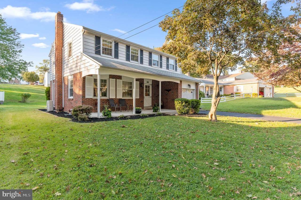 604 Old Schoolhouse Drive - Photo 1