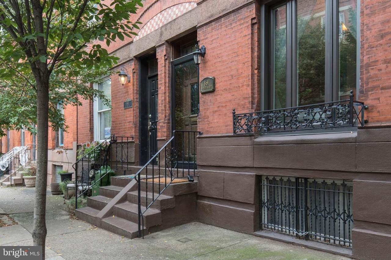 861 25TH Street - Photo 1