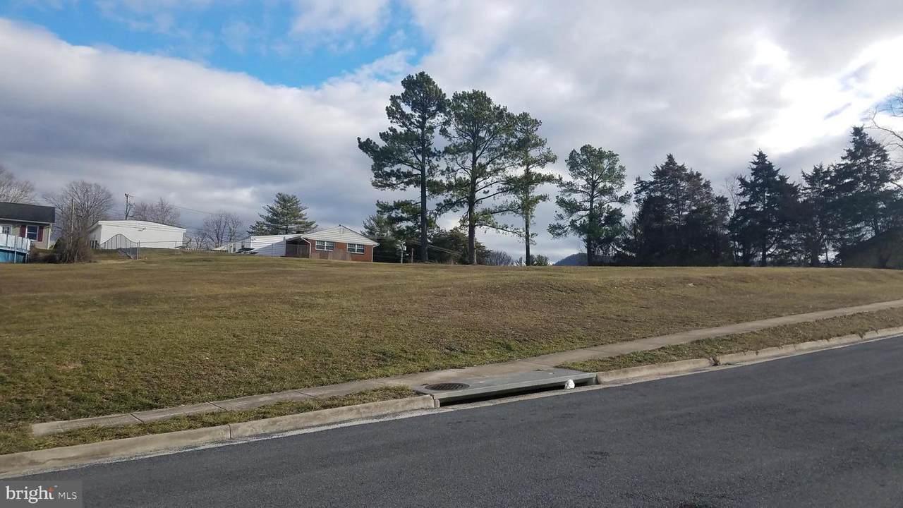 484 Pleasant View Drive - Photo 1